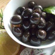 Aceitunas marinadas de diferentes maneras