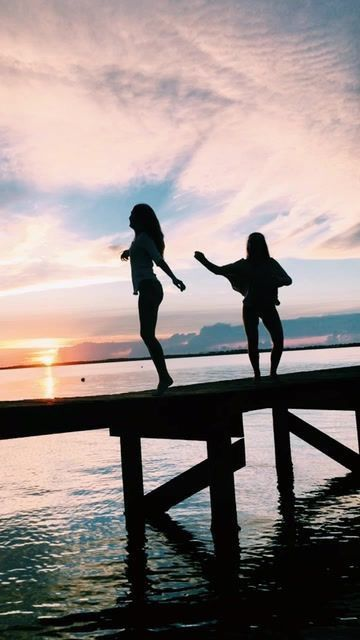VSCO Girls Sunset Pier Photo Poses Ideas Summer Inspo Vibes Freedom Pictures Aesthetic Tumblr Pics