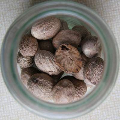 15 Benefits of Nutmeg (Jathikai, Jaiphal) for Skin and