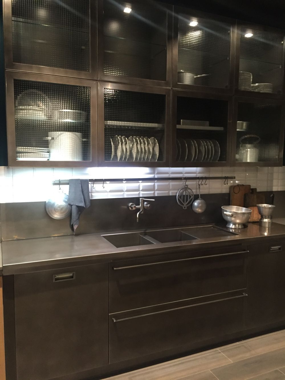 Bubbles or textured kitchen glass cabinets - Home Decorating Trends - Homedit....  QualQuest**********