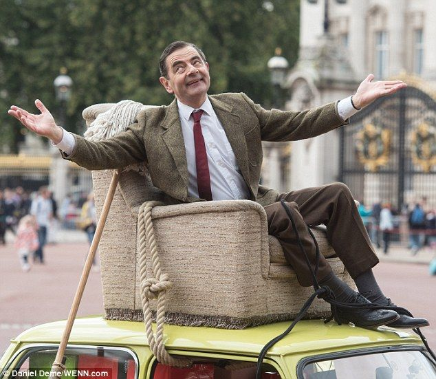 Mr bean heads to buckingham palace atop his iconic lime green mini mr bean heads to buckingham palace atop his iconic lime green mini solutioingenieria Image collections