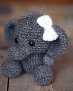 PATTERN: Ellis the Elephant - crochet elephant - amigurumi elephant pattern - English, German, Portuguese - PDF crochet pattern #instructionstodollpatterns