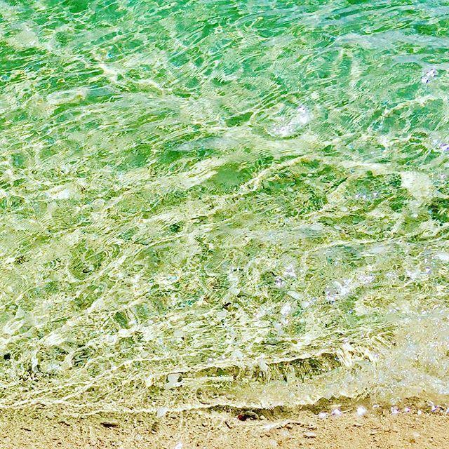 【abi_mode】さんのInstagramをピンしています。 《音声付きで額に入れて飾りたい。 (笑) #宮古島 #miyako #miyakojima #石垣島 #ishigaki #ishigakiisland #沖縄 #okinawa #八重山 #yaeyama #海 #sea #ocean #marine #水面 #surface #青 #blue #砂浜 #sand #ビーチ #beach #癒し #波 #wave #波の音 #南国に住んでいながら》