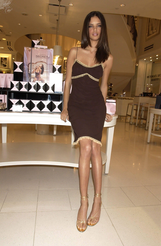 Adriana Lima 2002 09 18 Victoria S Secret Secrets Fragrance Collection Launch Adriana Lima Modelos Brasilenas Modelos [ 3000 x 1968 Pixel ]