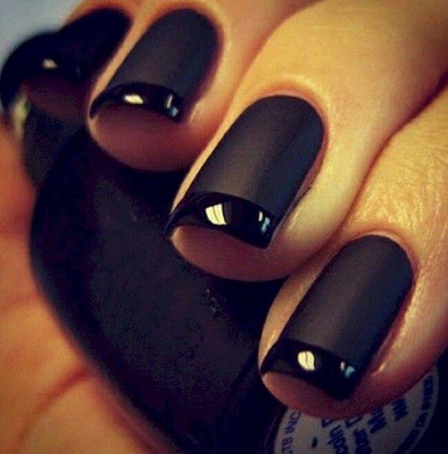 A glossy and matte combination | Black nails, Dark nails, Trendy nails
