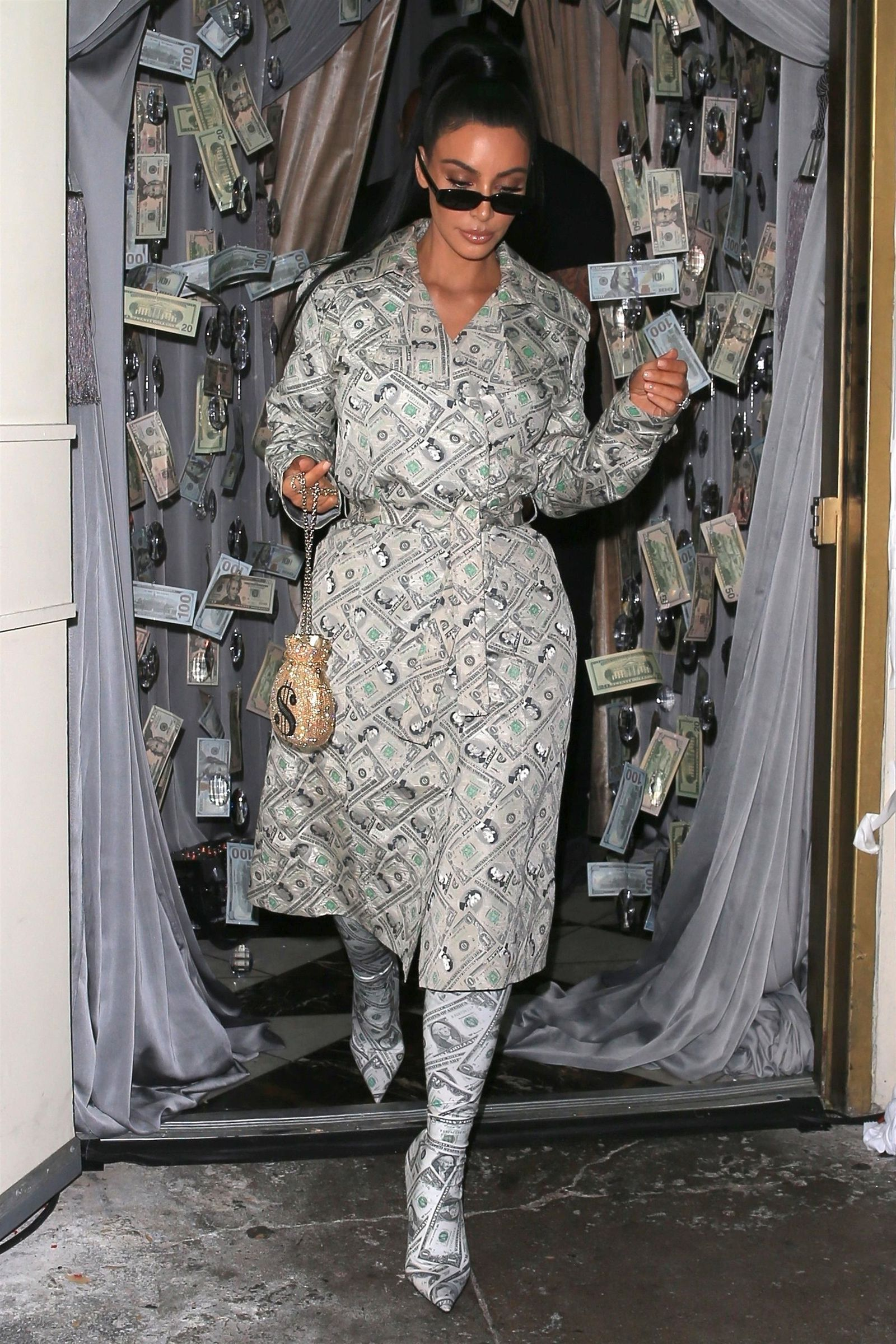 Kim Kardashian Just ARRIVED in an Outfit Made Entirely of Money ...