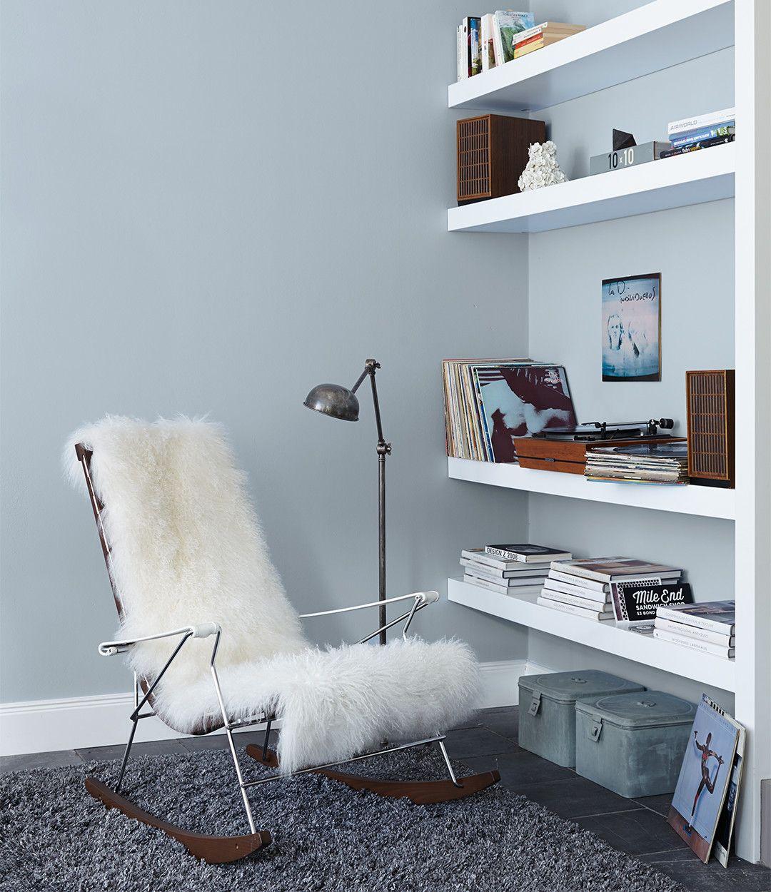 Natürliche Wandfarben weiß und natürliche töne wie grau anthrazit und warme braun töne