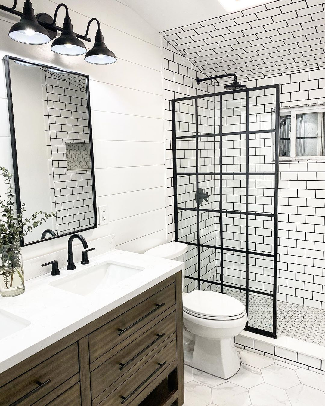 Dreamline S French Linea Toulon Shower Screen In A Modern Industrial Farmhouse Bathroom Design In 2020 Small Bathroom Makeover Shower Doors Amazing Bathrooms