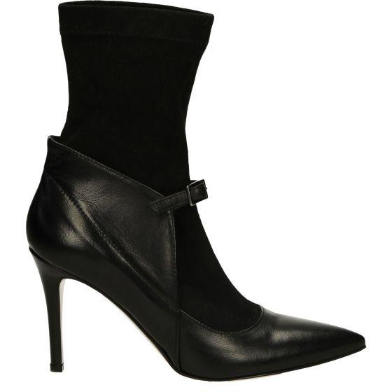 Pin By Tess Jackson On Moda Manola Blahnik Boots Blahnik