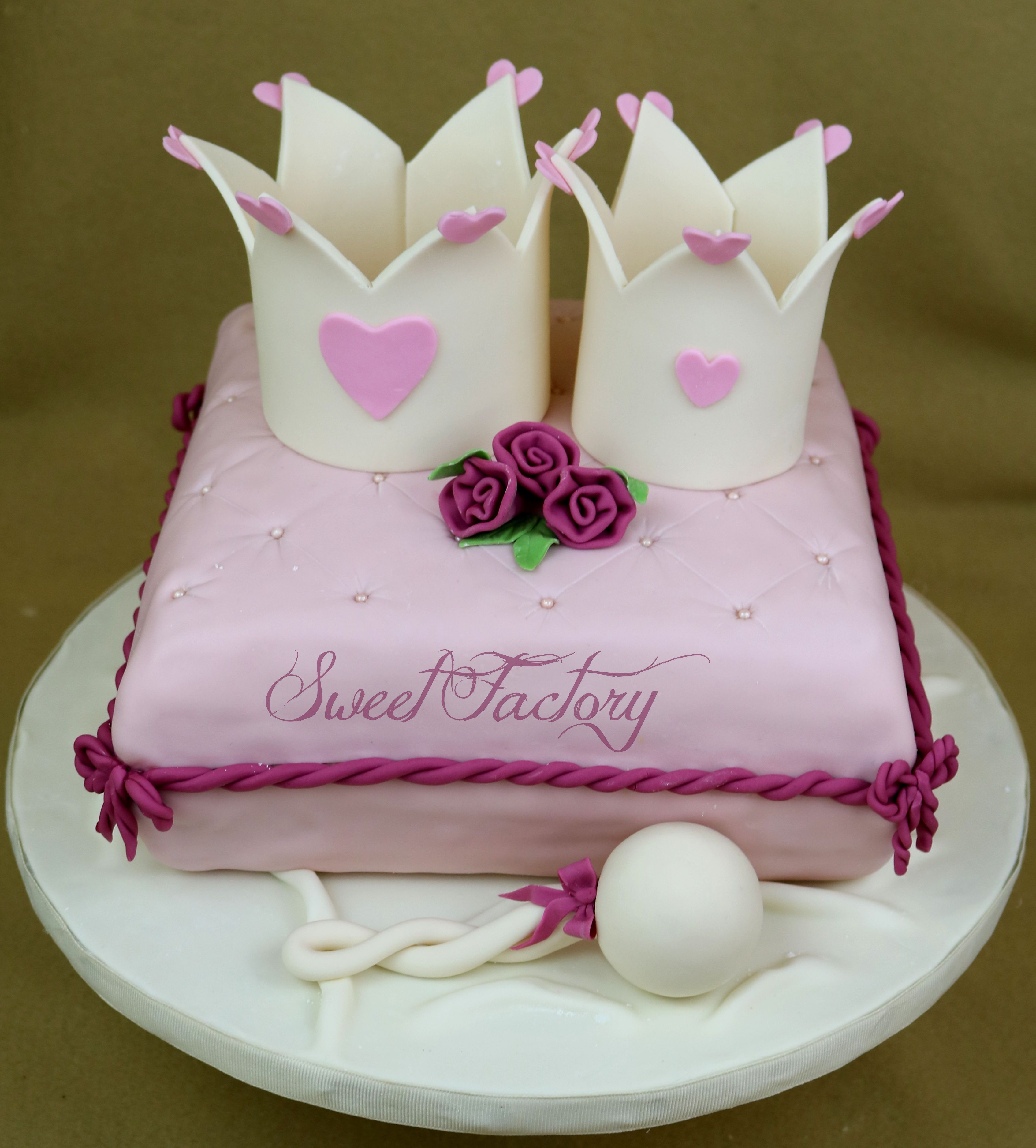 Princess crow pillow cake Royal princess cake