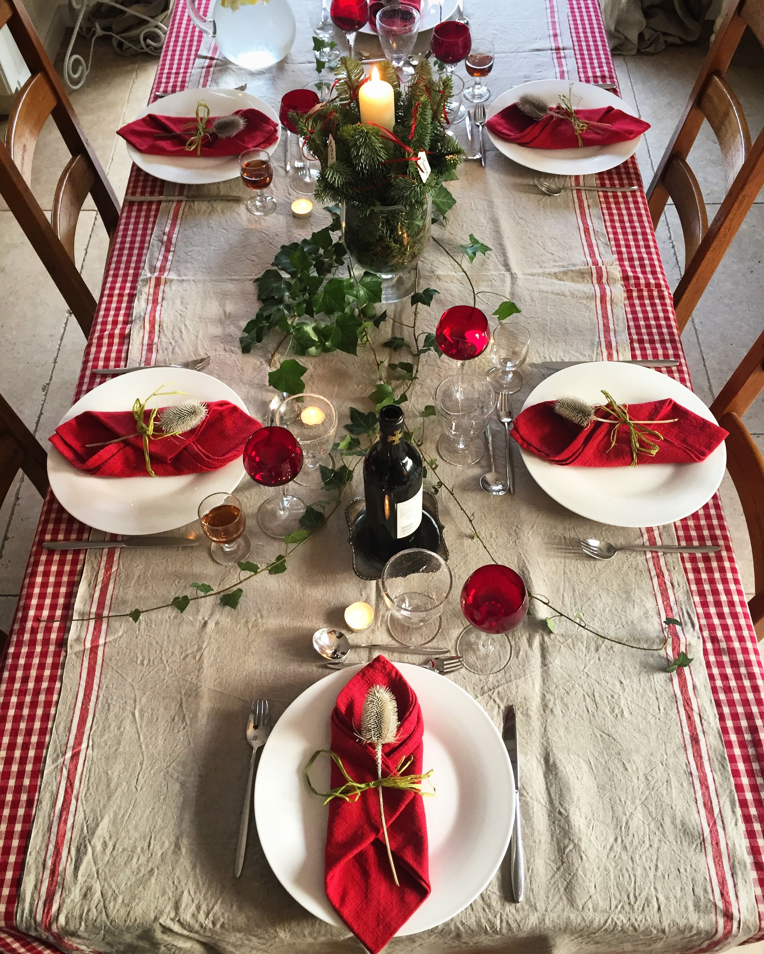 Christmas Table Setting Red And White With A Splash Of Green Christmas Table Settings Christmas Table Decorations Table Settings
