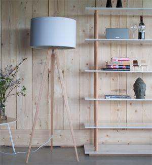 Lampadaire Trepied En Metal Plaque Chene Tripod Zuiver Blanc Decoclico Lampadaire Lampadaire Design Lampadaire Bois