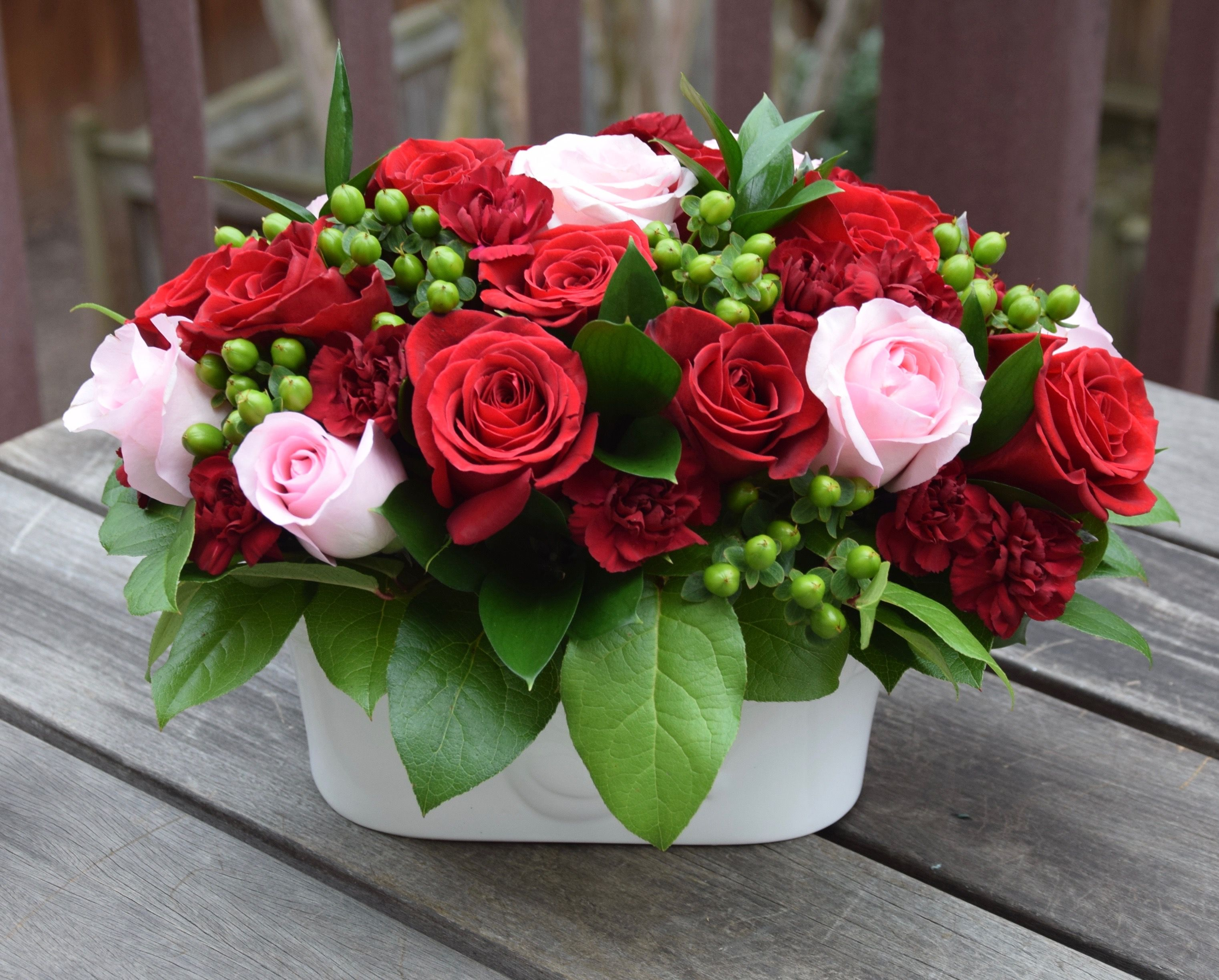Valentines day flower arrangement with roses hypericum berry and fleurelity florist customized flower arrangements and flower delivery local florist izmirmasajfo