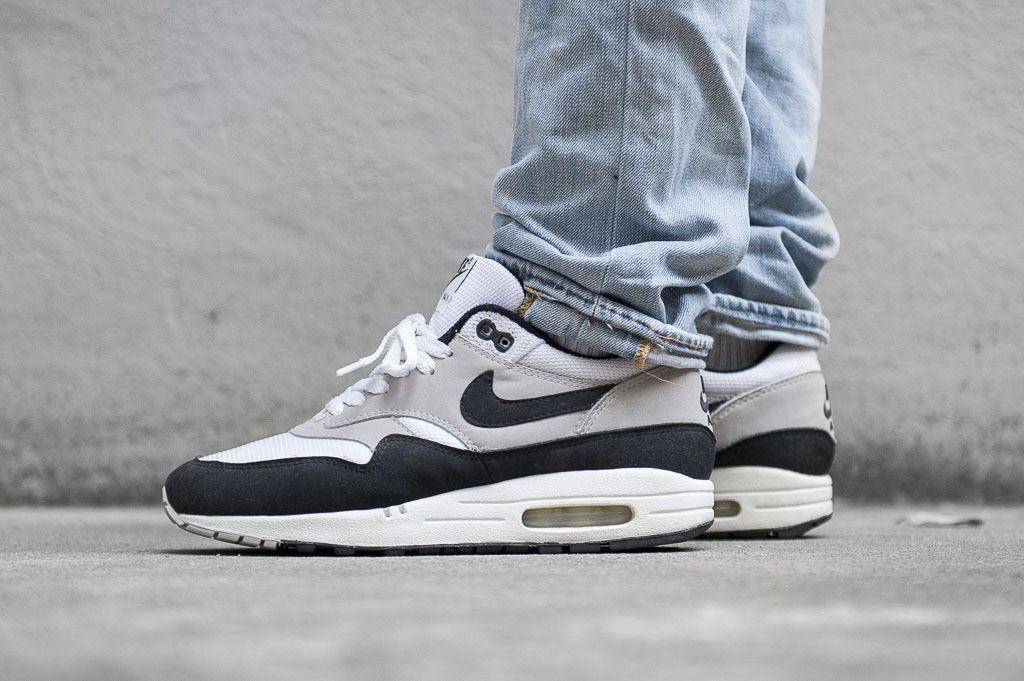 nike air max 1 og white black
