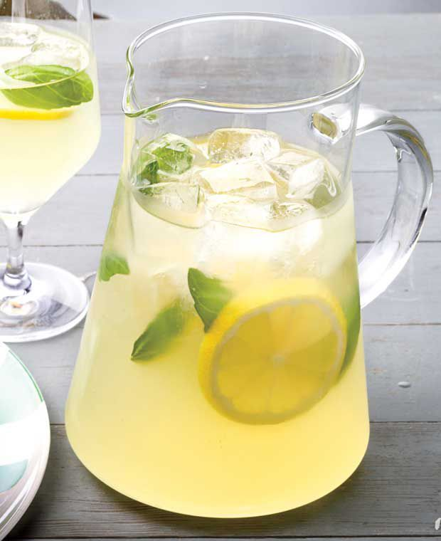 Cocktail Hour: Tipsy Basil Lemonade #lemonadepunch