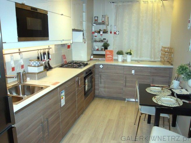 Bardzo Jasna Aranzacja Kuchni Dzieki Jasnym Kolorom Glownie Bieli I Jasnego Drewna Kitchen Home Decor Kitchen Cabinets