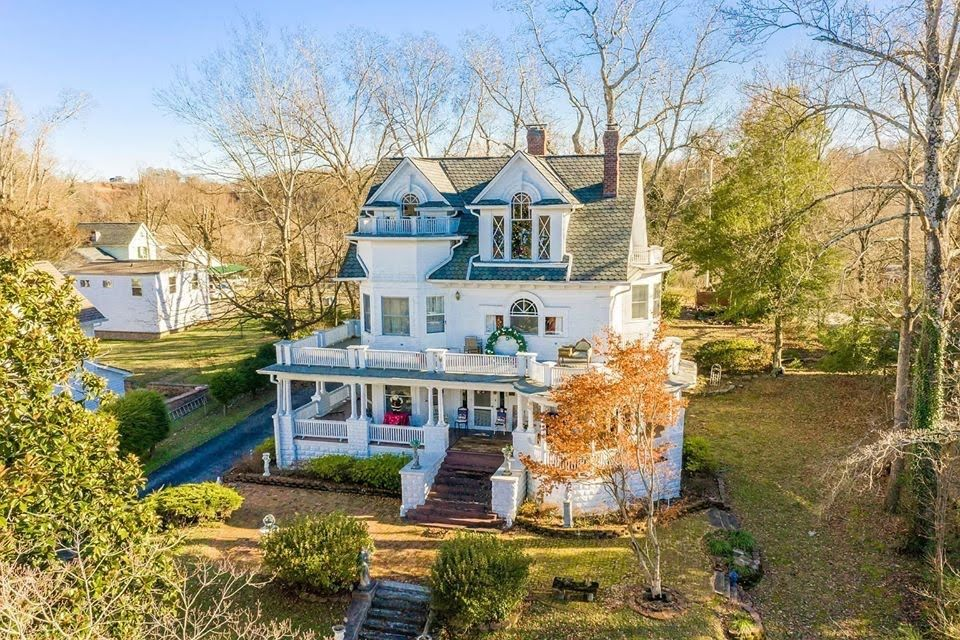 1905 colonial revival in harriman tennessee captivating