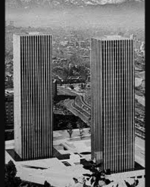 El Proyecto De La Torre Santa Maria Era En Un Principio Dos Torres Identicas Un Homenaje Clarisimo A Las Torres Gemelas De N Torres Arquitectura Rascacielos