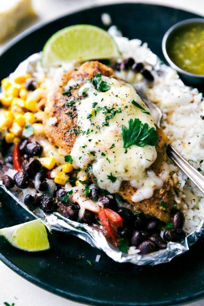 Foil Pack Creamy Salsa Verde Chicken, Rice and Veggies #foilpack #dinnerrecipes #salsaverdechicken