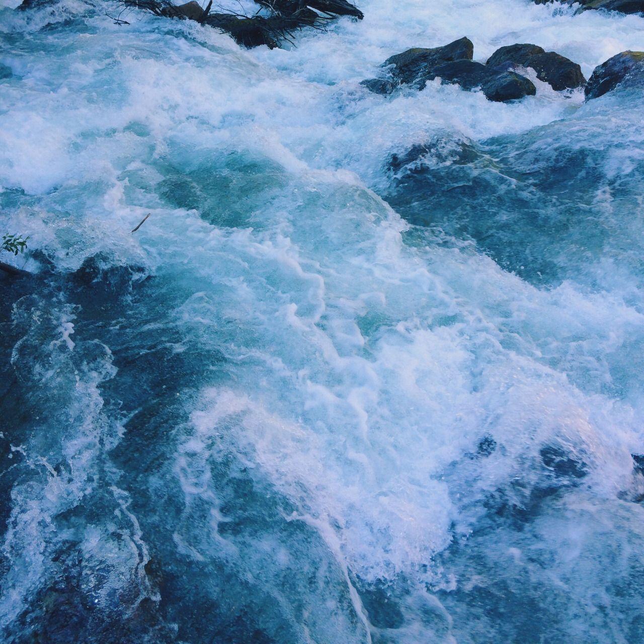 Aesthetic Blue Wave Wallpaper