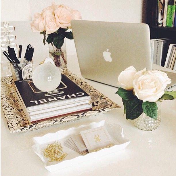 Detalhes Da Mesa Do Escritório   Betty   Be True To Yourself. Desk OfficeBusiness  ...