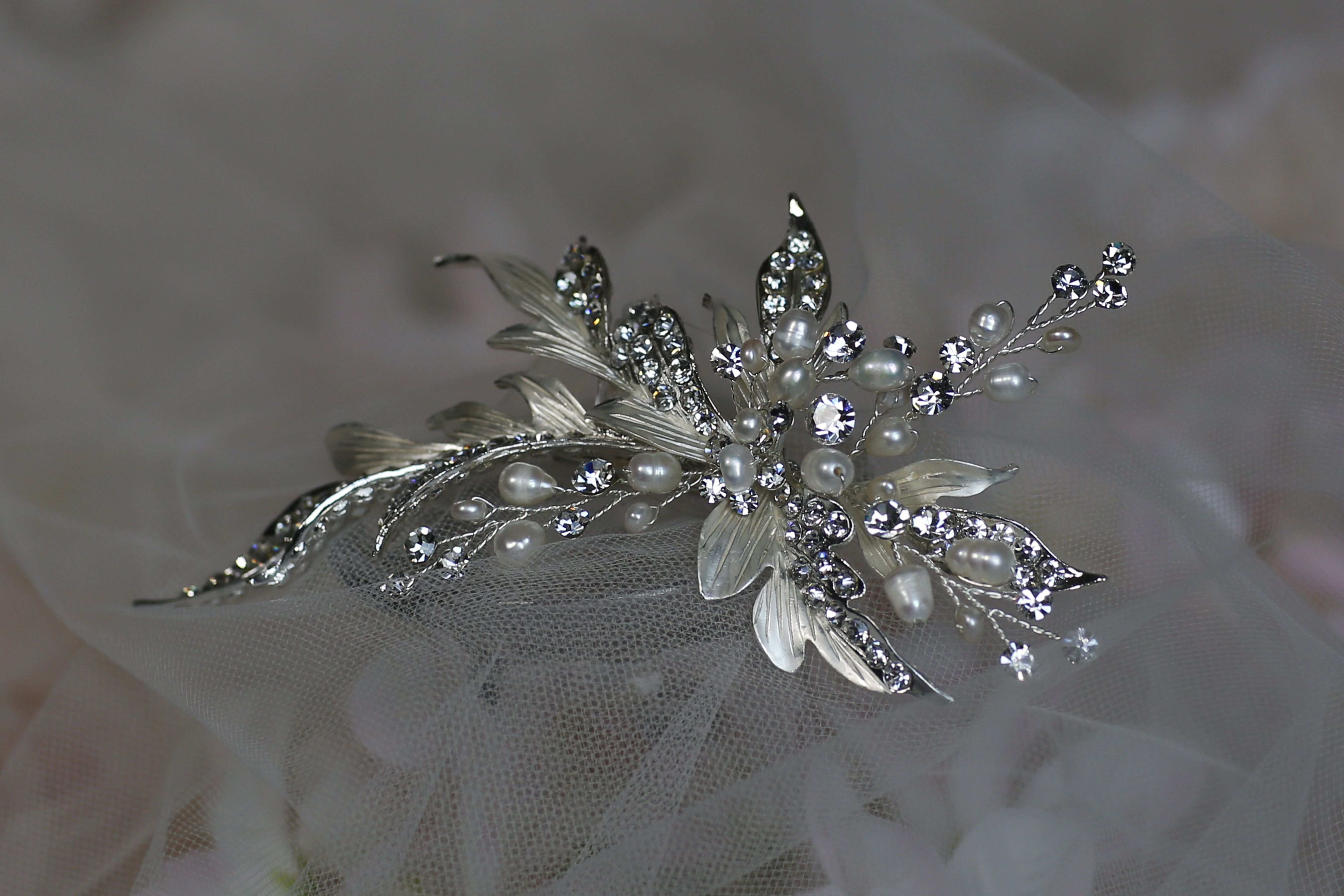 Style clip with pearl diamante and silver decoration approx