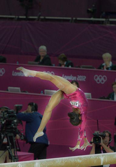 gabby douglasu0027s balance beam dismount interactive graphic nytimescom vault gymnastics gabby douglas o5 vault