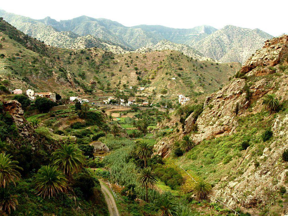 Aprender espanhol nas Ilhas Canárias é uma opção exótica para uma  experiência inesquecível: reservas naturais, praias lindas e cultura  encantadora. ICCE