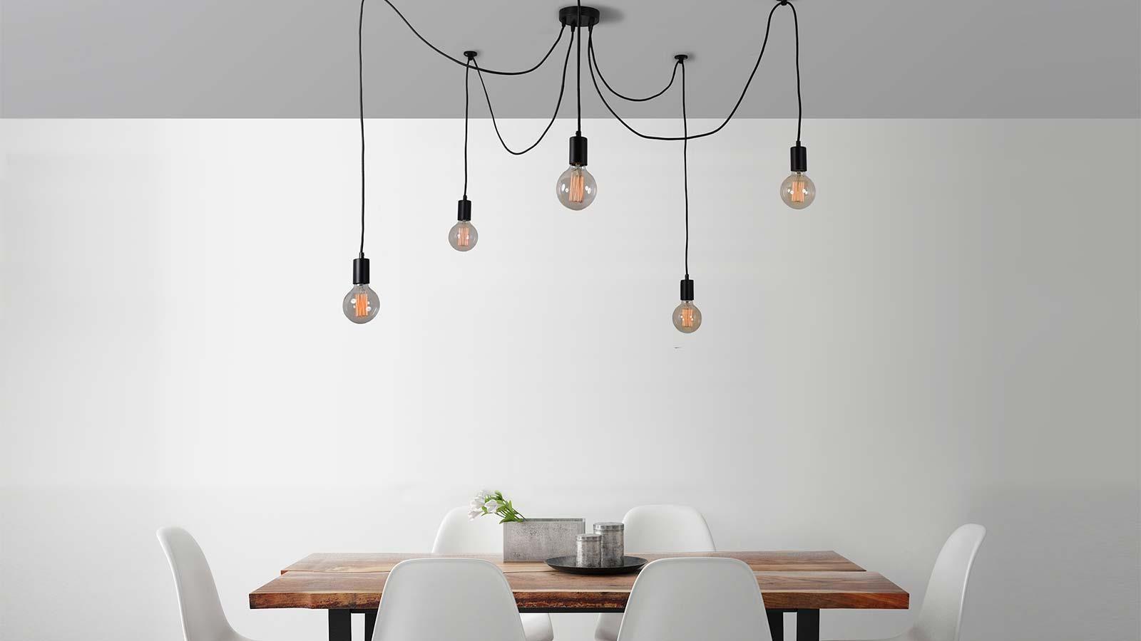 Come illuminare un tavolo da pranzo con lampadari o sospensioni