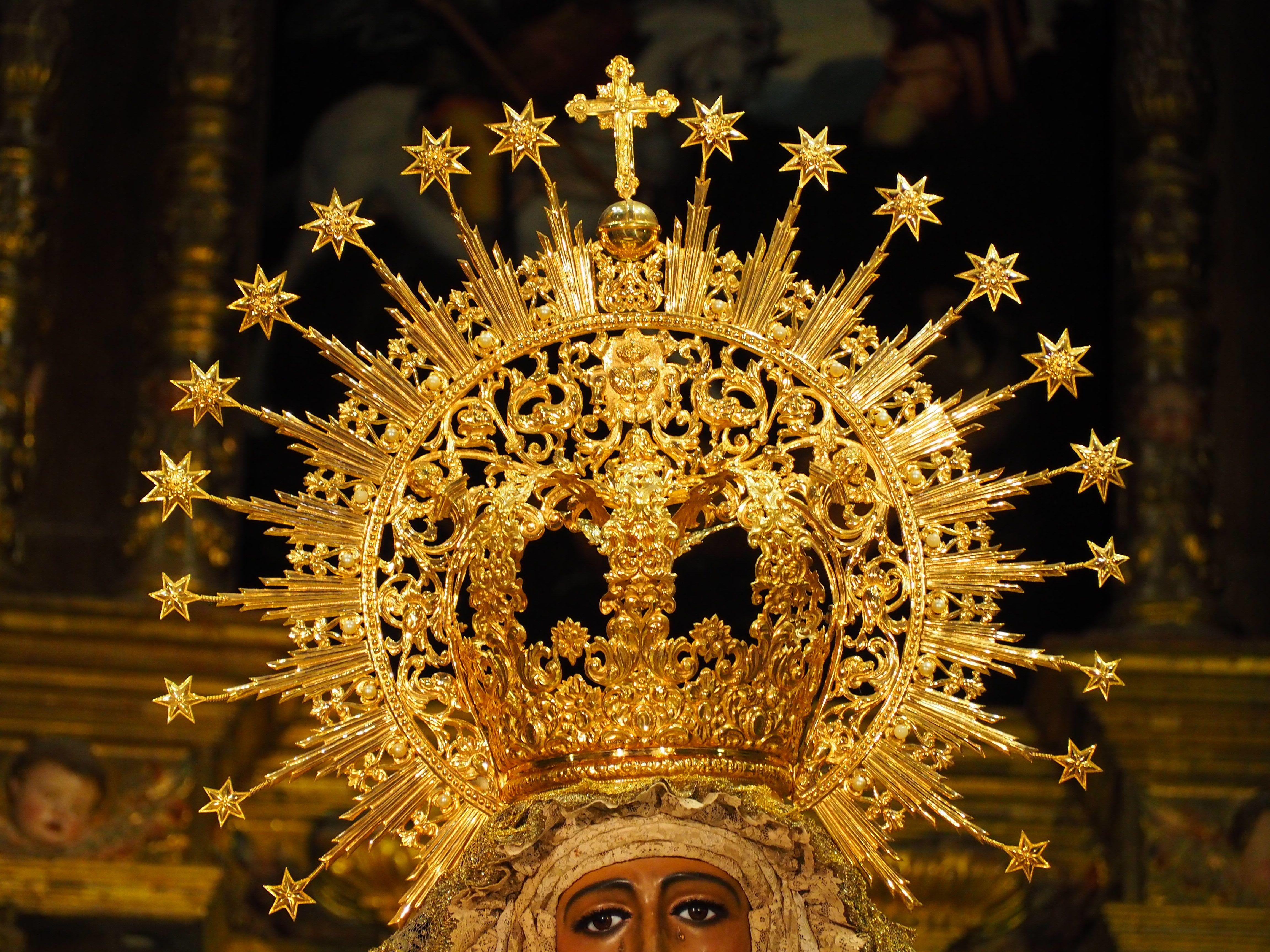 Virgen De La Esperanza Hermandad De La Esperanza De Triana Sevilla Coronas Semana Santa Sevilla