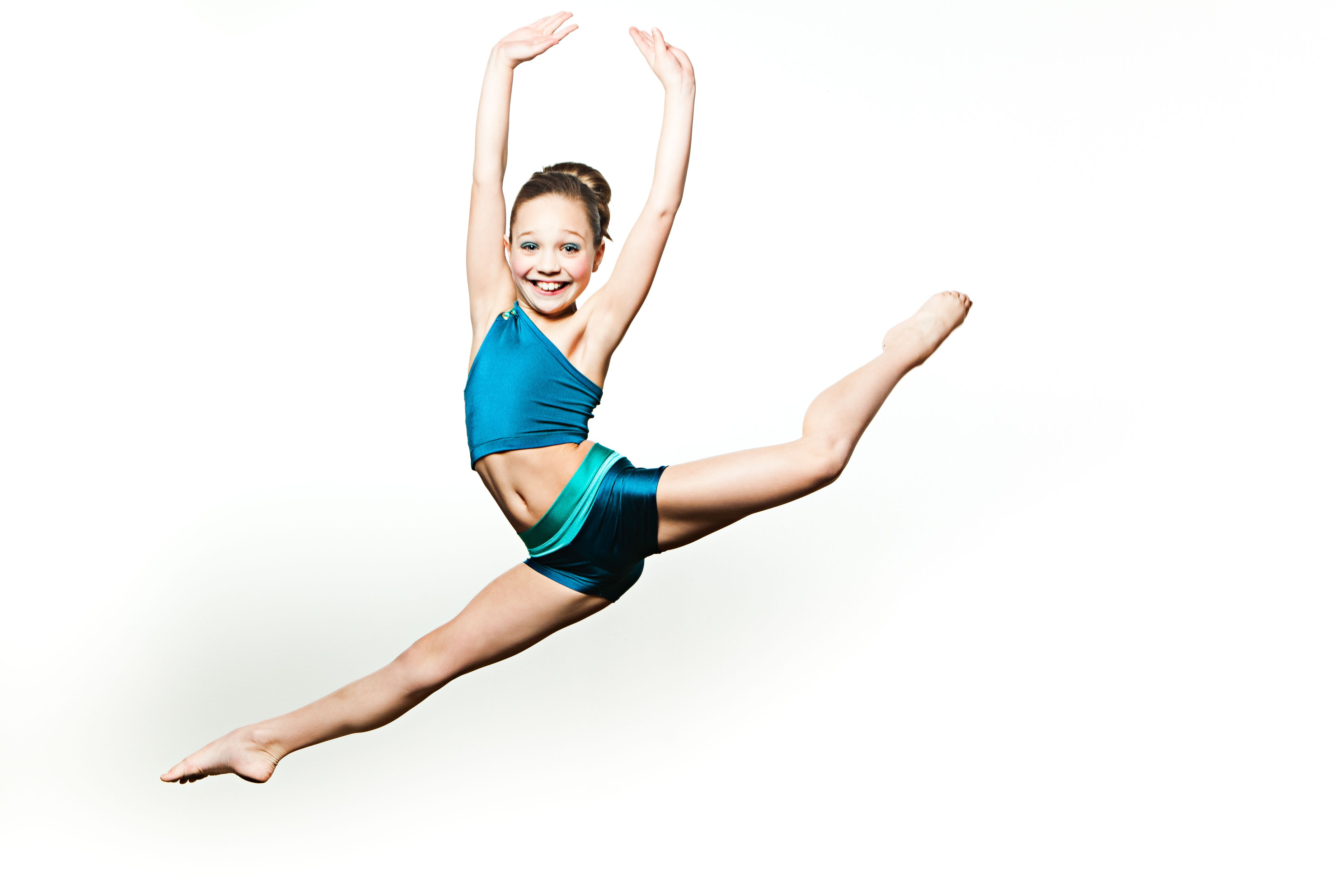 Maddie gets some hang time at OXYjEN's photo shoot ...