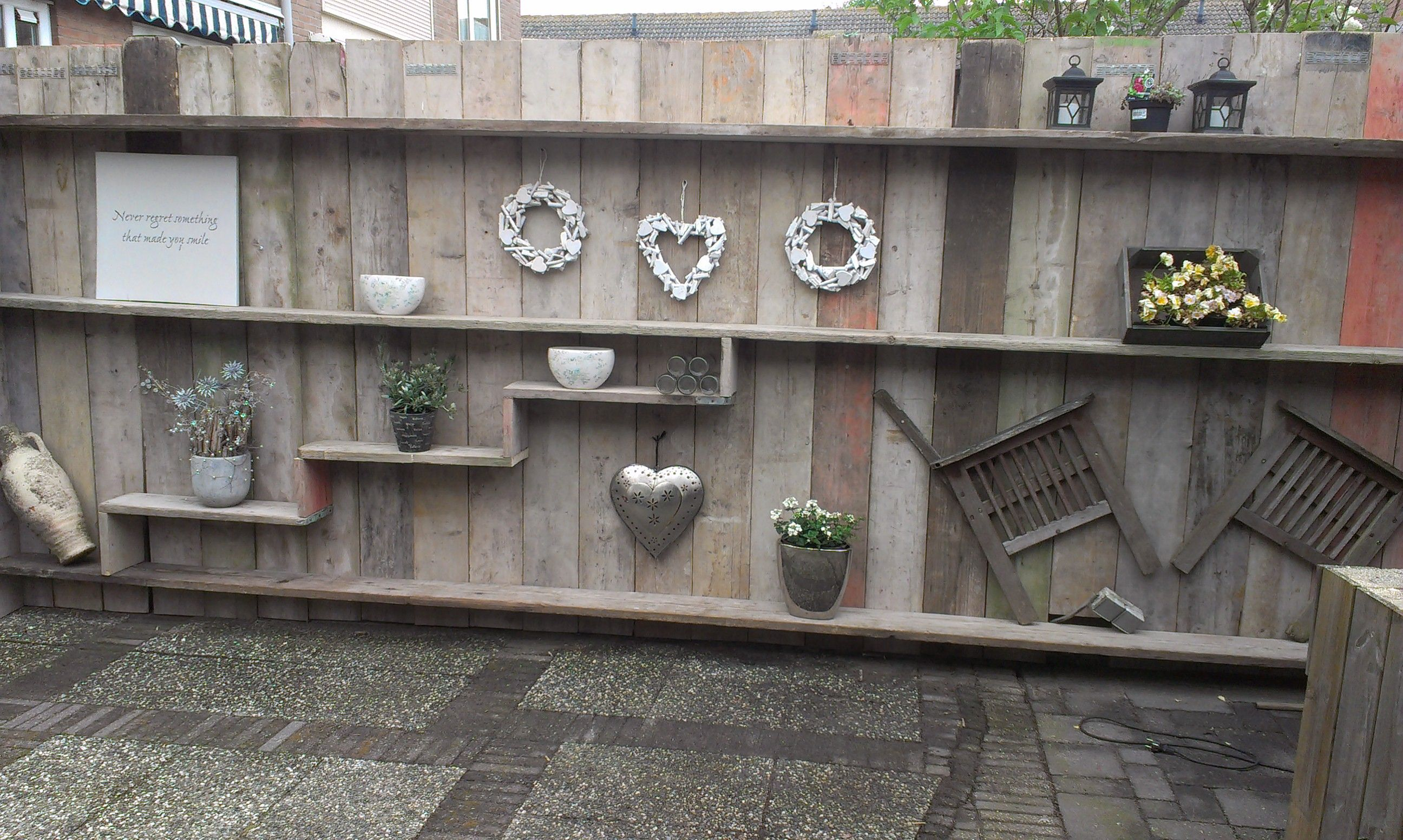 Schutting haven pinterest for Decoratie vlinders voor in de tuin