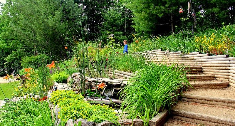 Raised Flower Beds #Landscaping #Gardening #Flowers