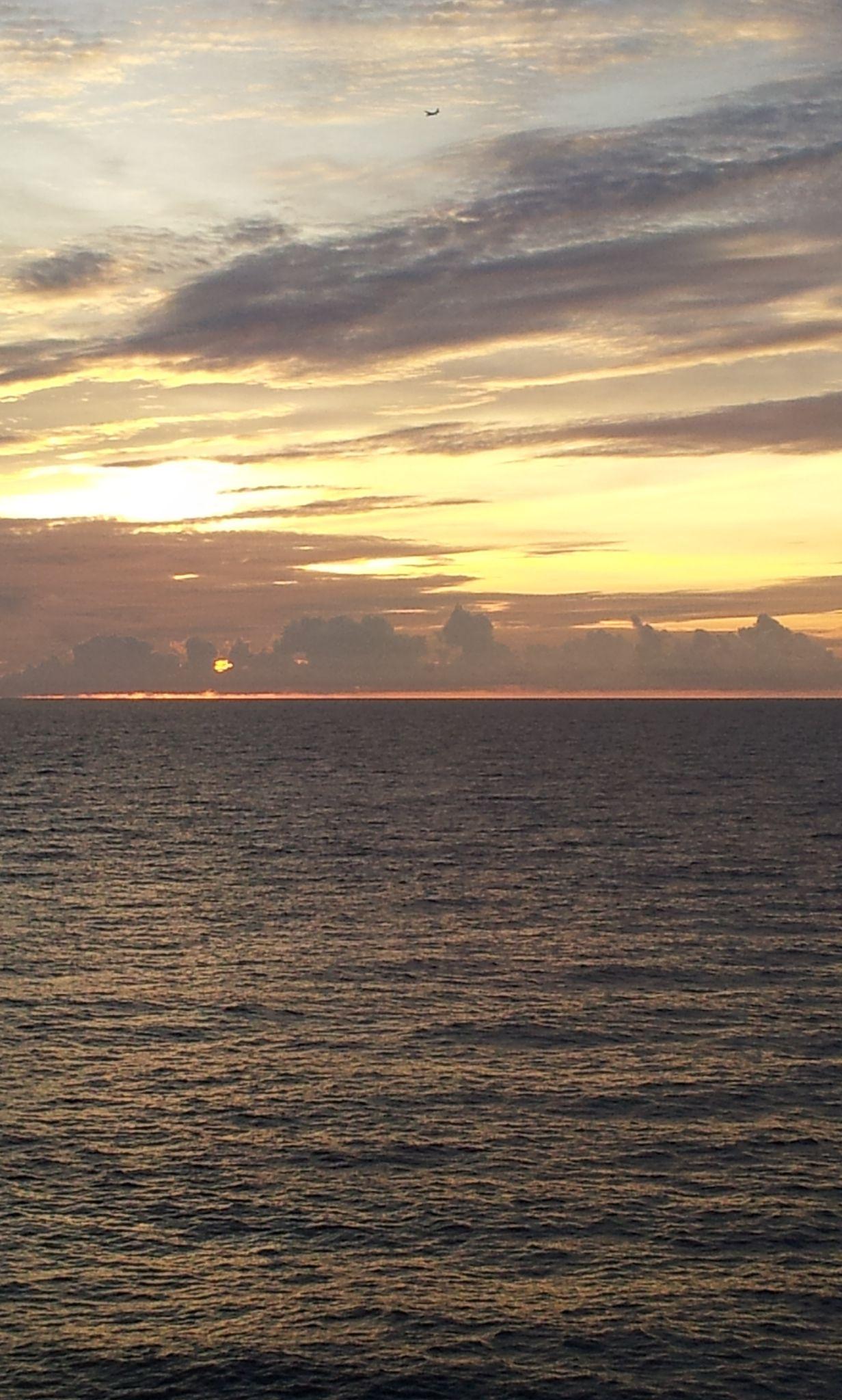 The horizontal line. Manzamo coast, Okinawa
