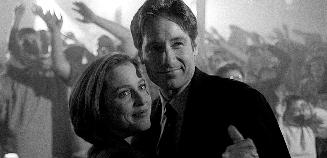 Mulder + Scully Dancing | X files, Mulder scully, David duchovny