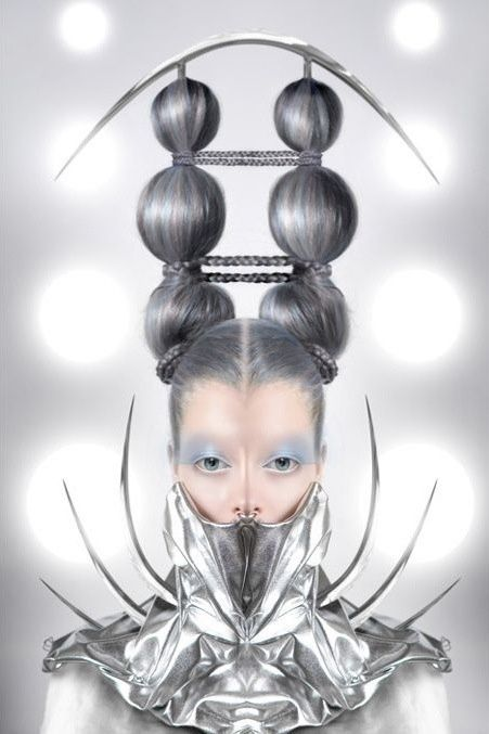 Avant Garde Fashion Models That'll Give You Nightmares - Giant Eyeball | Guff