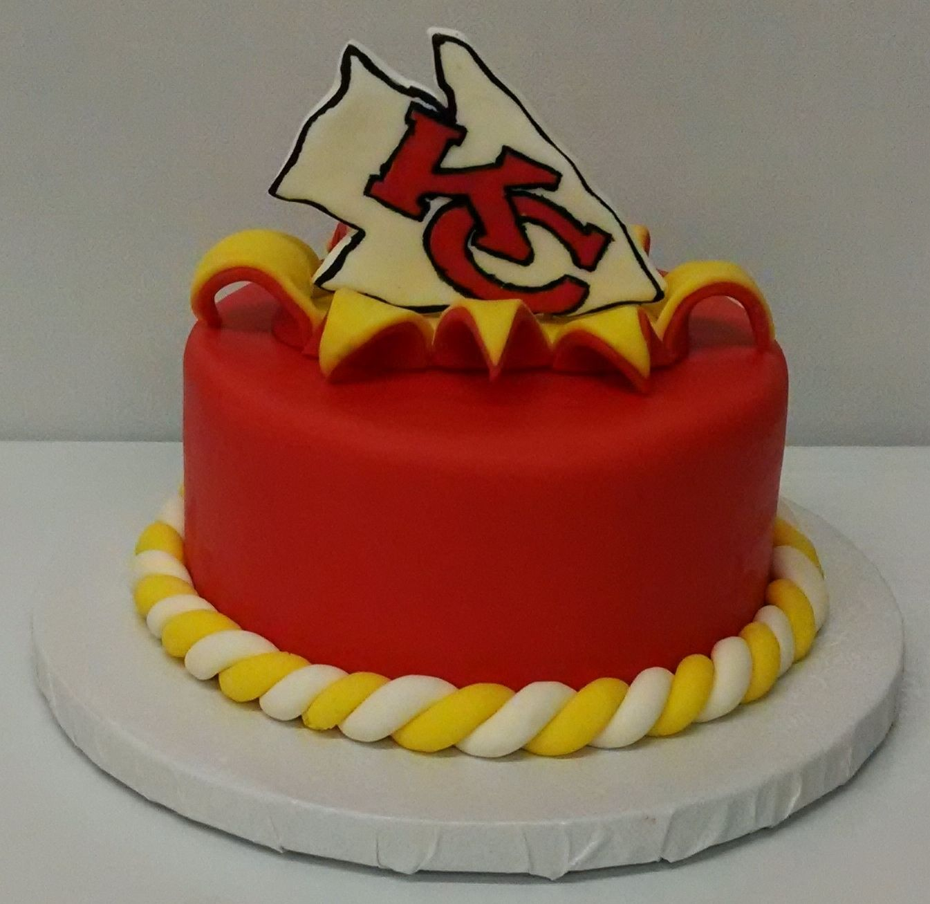 Pleasing Kansas City Chiefs Cake 3Womendesserts Com City Cake Funny Birthday Cards Online Overcheapnameinfo
