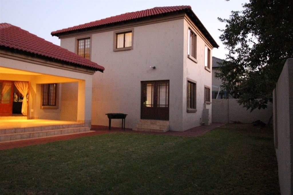 Explore This Property 3 Bed House In Wapadrand Built In Braai House Property