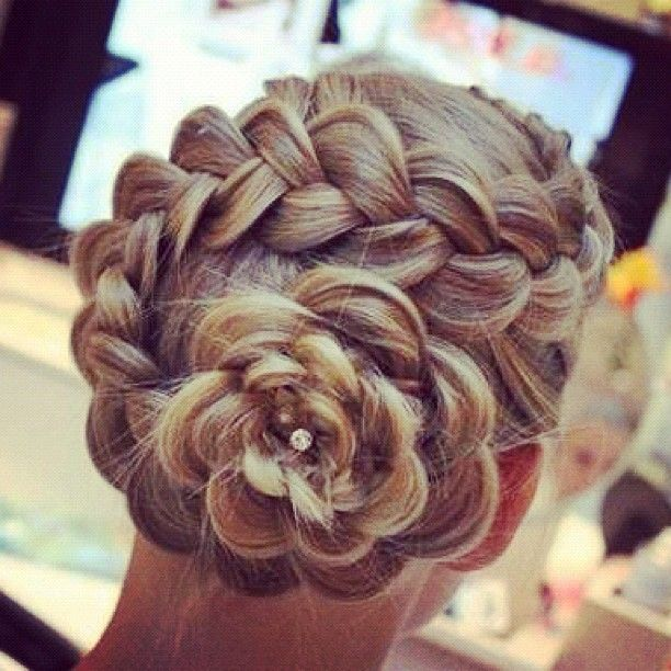 This Braid remainds to a flower, don't it? It's really amazing!