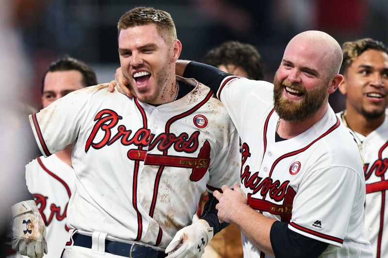 Freddie Freeman Left And Brian Mccann Celebrate A Walk Off Home Run Hit By Freeman In The Tenth Inning Against With Images Atlanta Braves Baseball Atlanta Braves Braves