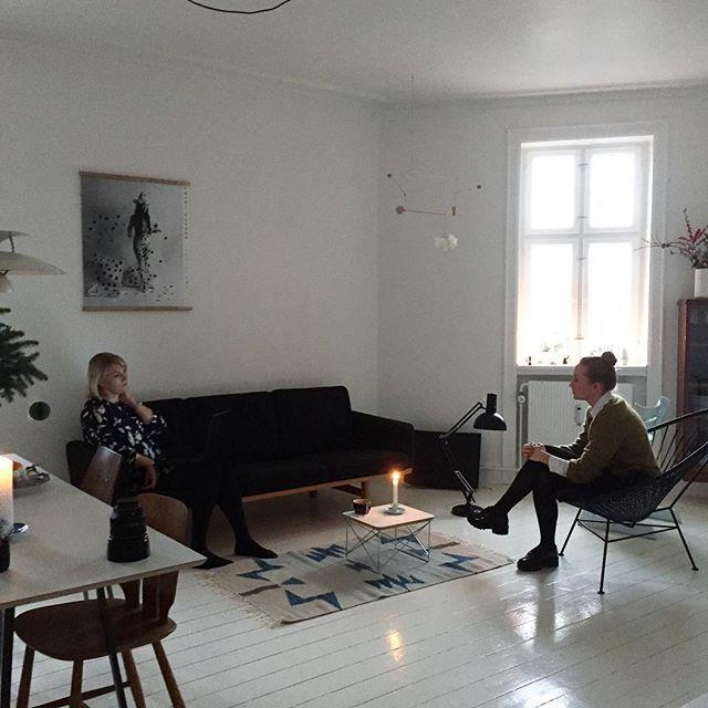 @mettekirstinebrinch interviewer @majannielsen i hendes finurlige lejlighed med de smukkeste detaljer. #boligreportage #jul #julereportage #retrovilla #styling #mettehelenarasmussen #tiaborgsmidt @tiaborgsmidt