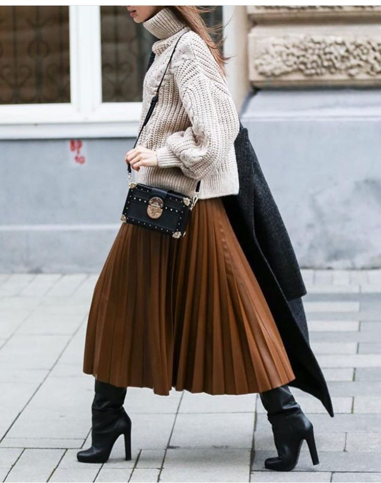 Photo of Chic winter outfit: chunky sweater and pleated skirt with black boots #winterou… – Clothes