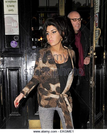 03.MARCH.2011. LONDON  AMY WINEHOUSE LEAVING THE HAWLEY ARMS PUB IN CAMDEN AT…