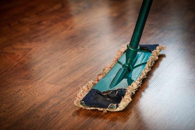 6 vaskefeil som ødelegger tregulvet
