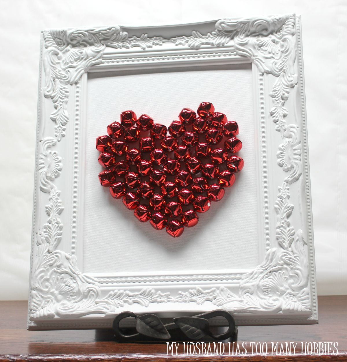 Try something unique for Valentine's Day this year with this vibrant jingle bell valentine art piece.  Easy to make and one you'll love to display.