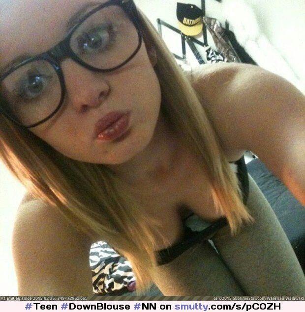 Teen downblouse selfie