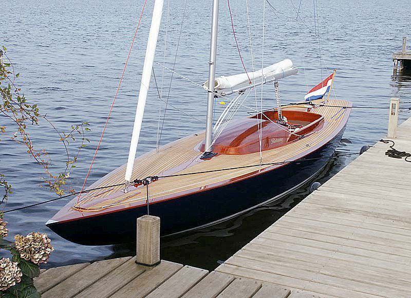 One-design sailboat / sport keelboat / classic / open transom ...