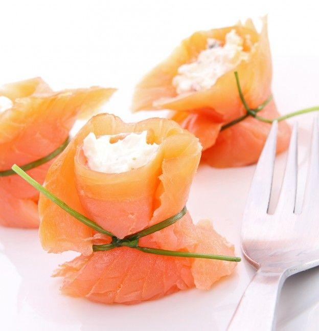 """Diaporama """"20 idées d'ENTREES à faire avec seulement 3 ingrédients"""" - Saumon roulé"""