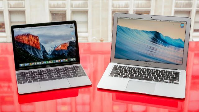 MacBook vs. MacBook Air: cuál es la diferencia?   La compacta MacBook de 12 pulgadas de Apple es atractiva y muy diferente de la MacBook Air. Cuán diferente? Veamos.  La nueva Macbook no sólo es una versión más bonita y actualizada de la MacBook Air. Algunas funciones y especificaciones recibieron impresionantes actualizaciones mientras otras funciones (comenzando por los puertos) se vieron más bien afectadas.  Si estás considerando comprar la nueva Macbook y te encuentras comparando ambas…