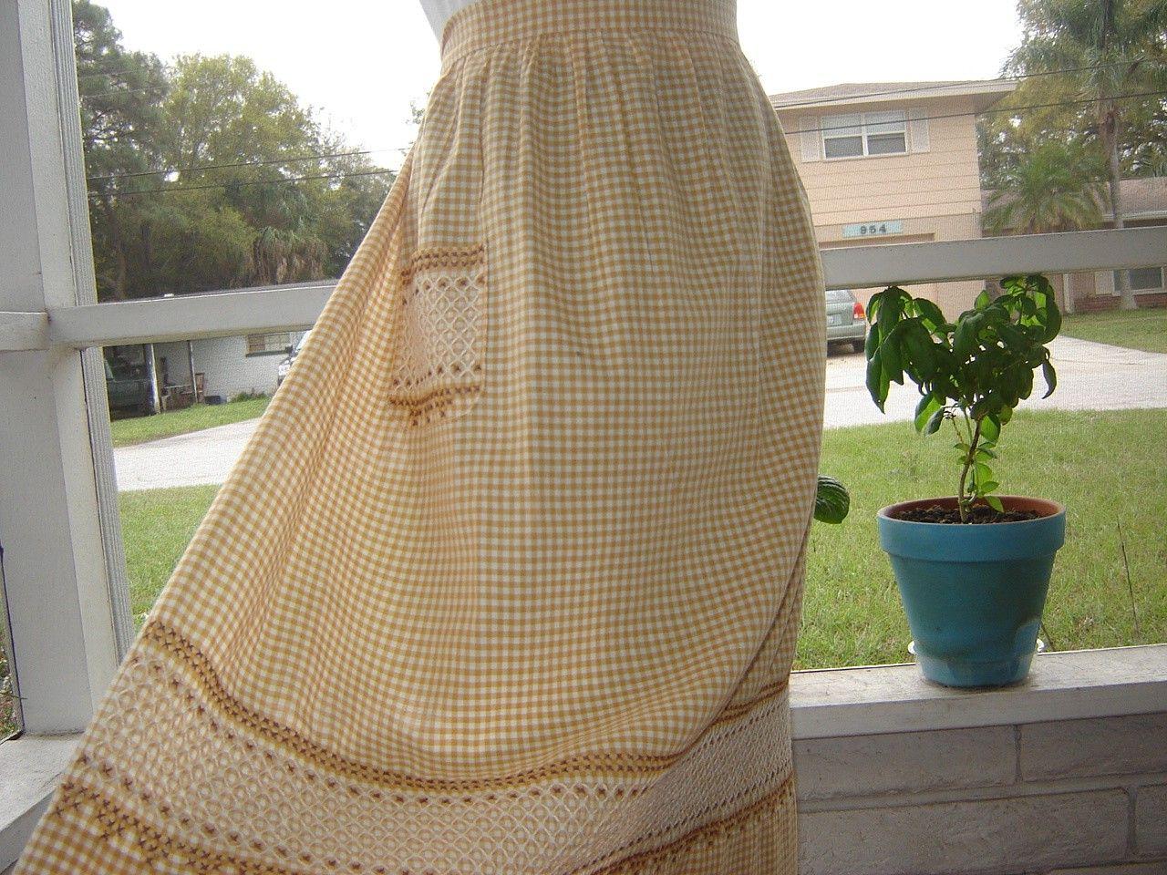 White half apron vintage - Vintage Half Apron In Caramel And White Gingham 18 00 Via Etsy